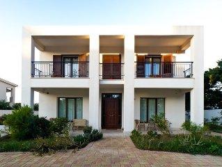Appartamento in villa con giardino adiacente mare, posizione ideale