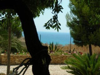 villa indipendente in posizione panoramica con grande giardino