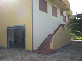 villa bifamiliare con giardino, centro, zona tranquilla, panoramico,climatizzato