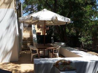 splendida villa indipendente con giardino a 100 metri dalla spiaggia di Solanas