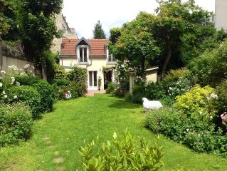 Little cottage with private garden, a gem walking from the Eiffel Tower
