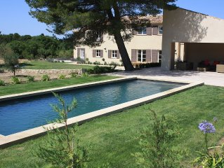 Provencal Mas with substantial grounds close to Lourmarin centre.