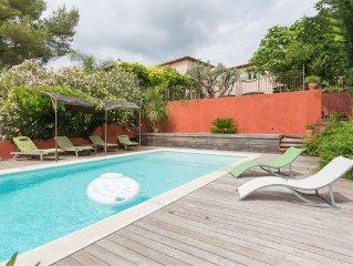 Maison de caractere avec piscine et terrain prives