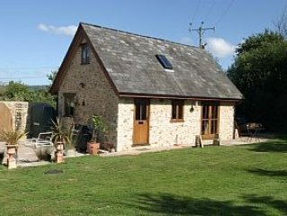 Country Cottage In Peaceful Surroundings, Pet Friendly, Footpaths On Doorstep