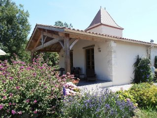 Gite Pigeonnier and Private Pool in tranquil location