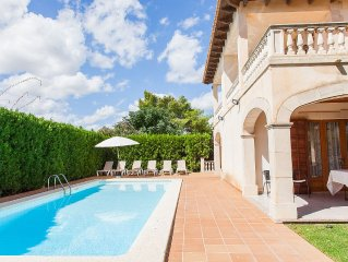 Luxury villa of 400 sqm, with private pool and ne