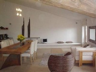Modern Loft Apartment In The Heart Of 12th Century Old Town