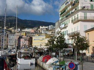 Appartement refait a neuf, 50m du vieux port, dans quartier historique