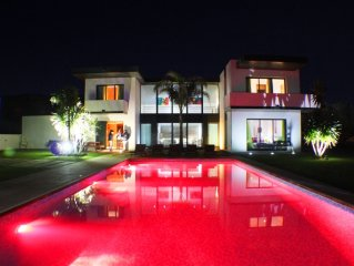 Luxury villa Large  with private pool, minutes from the beach,