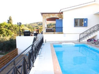 Luxury Villa with Private Pool, 100 metres from the beach