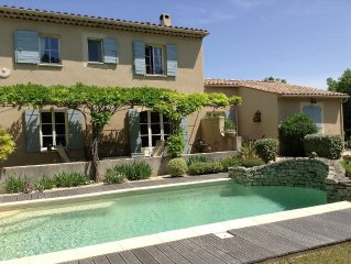 Charming cottage in the middle of a nice garden with private pool and parking