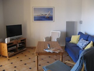 Lovely ground floor 2 bedroom apartment with sea views