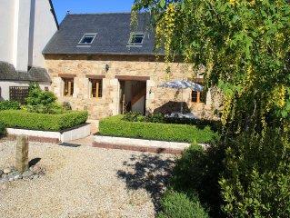 Luxury Cottage in quiet centre of Pontrieux close to restaurants, shops & port.