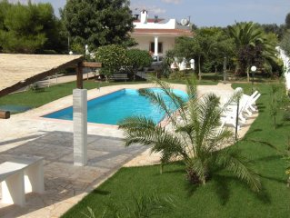 Beautiful air-conditioned villa with large swimming pool in secluded garden