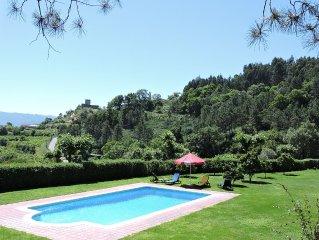 Casa de Campo, local sossegado, bonitas vistas com piscina e campo de ténis.