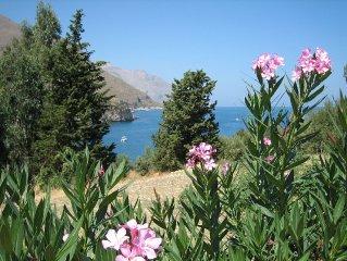 Magnifica villa in riva al mare con giardino, vista panoramica eccezionale e acc