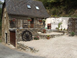 Gite de Ladrech, sleeps 4, located in a tranquil hamlet above Conques * Plus Spa