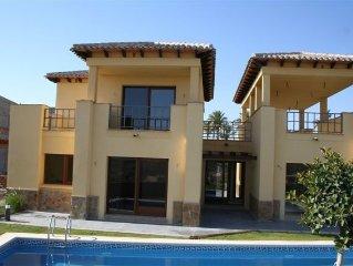 Lovely detached 3 bedroom villa on Valle del Este golf course.