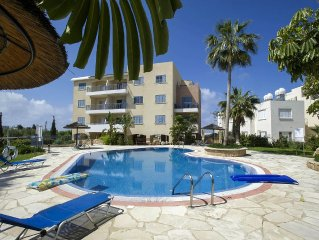 1 bed Apartment With Pool & air con In Peaceful Central location.