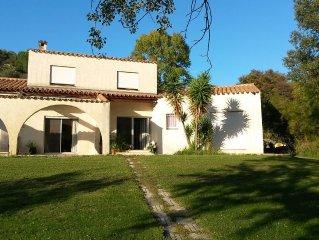 Villa avec piscine , situee au coeur de la garrigue Catalane.