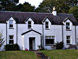 Lilybank,a traditional highland cottage located in Fort Augustus village.