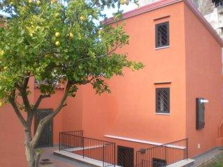 Villetta indipendente alle porte della Penisola Sorrentina con posto auto inter