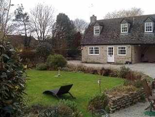 Cotswold Stone Character Cottage, Quiet Village near Bicester Village & Oxford