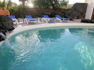 Enchanting, Detached 3 Bed Luxury Villa, close to Sea, Sandy Coves, Old Town