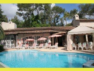 Villa avec piscine (protection anti-moustiques)