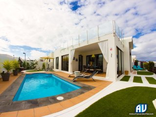 Luxurious Villa with Heated Pool  and air conditioning. Sleeps up to 6 Guests