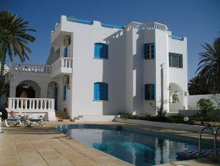 villa avec piscine à 100m de la plage