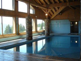 Appt tout confort, WIFI, en rez de jardin dans une residence avec piscine