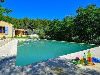 Maison pleine de charme avec piscine sur les contreforts du Lubéron
