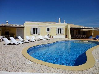 Villa with Large Heated Pool, Sleeps 8, Air Conditioning, WiFi, Gated Driveway