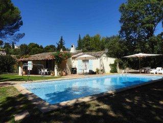 Villa in peaceful setting near the centre of Flayosc
