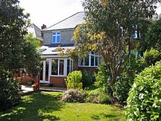 Large Detached House, Enclosed Rear Garden, Views To Chesil Beach And Portland H, vacation rental in Weymouth