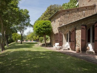 Charming Tuscan House with Pool, Stunning Views & 10 Minute Walk to Pretty Town