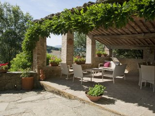 Delightful 5 Bedroom Tuscan House with Pool, Modern Amenities & Stunning Views