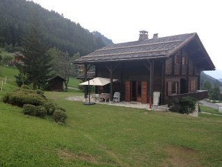 La Clusaz - Beautiful family cottage, conveniently located next to the runway -