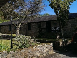 Stunning 2 Bedroom Stone Barn with 24' Open Plan Living Room/.Kitchen/Dining