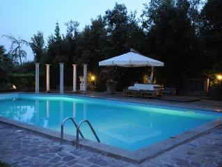 Villa in campagna con Piscina privata e campo da tennis