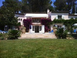 Hollywood actor's home- amazing location, spacious villa , magnificent gardens