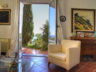 Villa con giardino 10 posti letto panorama mozzafiato sull'Isola Gallinara WI-FI