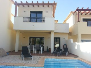 Moradia com piscina na Vila do Burgau a 300 metros da praia  200metros do centro