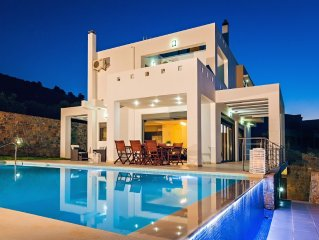 Luxury villa Neraida on private, gated grounds with infinity pool, East Crete