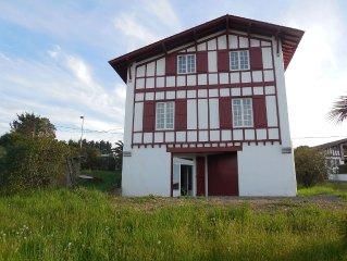 grand appartement renove dans villa basque avec vue sur jardin