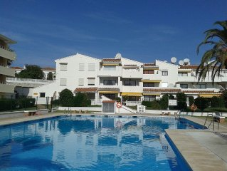 Spacious Apartment with Communal Pool and Garden. Free WiFi. UK TV.