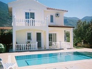 Luxury Open Plan four bedroom Villa. Large stepped pool. Good location. sleeps 8