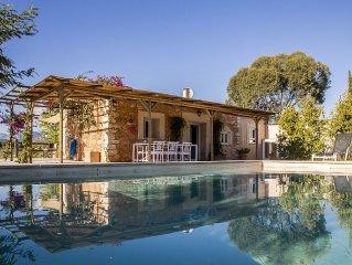 Tranquila Casa de piedra entre 1.200 olivos. Tu lugar perfecto para descansar