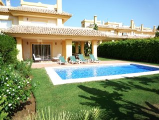 A Stunning Frontline Golf Luxury Air Conditioned Villa - San Roque Club